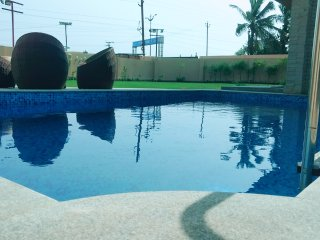 3 bed room villa\farmhouse with swimming pool and lawn for stay & parties/party, Hyderabad