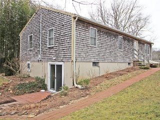 Cute Vineyard Haven Home Close to Town