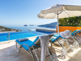 Villa Kalkan Hecky is 2 bedroom Luxury rental villa Turkey with pool and seaview
