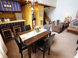 1 Bedroom + Loft/2 Bathroom, Walk to the Village, Restaurants and Shopping, Mammoth Lakes