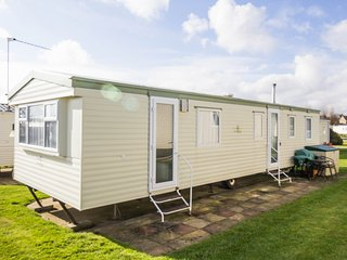 8 berth caravan at Haven Hopton Holiday Village, close to play area. Ref 80026