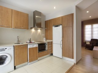 Sunny apartment located in the Eixample area