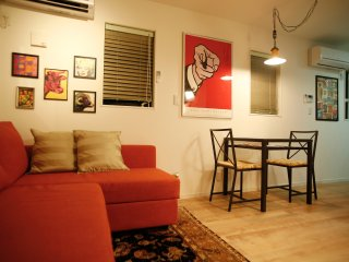 Central & Stylish Pop Art 3 Bedroom 3-Story Shinjuku Town House Free Pocket WiFi