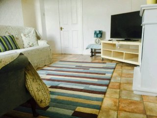CLEETHORPES 2nd  Floor SELF CONTAINED HOLIDAY APARTMENT,Close to Beach& Shops