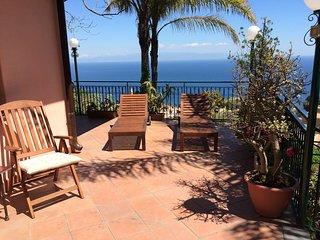 TAORMINA CASA LILI - Sea View Terrace + Garden BBQ