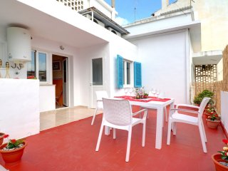Bright sunny apartment 150m from beach