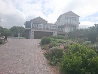 stunning 4 bedroom 4 bathroom, open plan living areas, full seaview, Mossel Bay