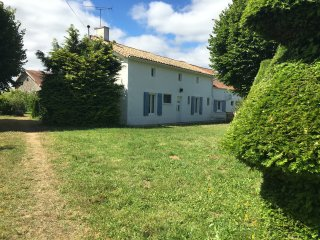 Maison Pineau with Heated Private in Ground Pool, Couhe