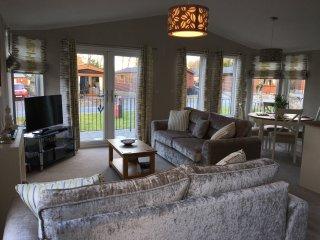 Thistle Lodge - 2 bedroom luxury lodge near Gleneagles, Auchterarder