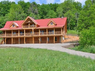 Welcome at Solange Lodge, a Log Cabin build on 100 acres of private land., Saint Johnsville