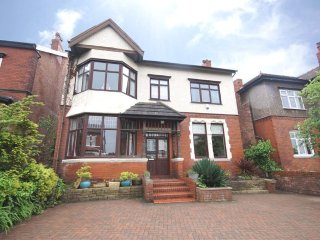 Golf Open 2017 - 4 Bed Detached House within 10 mins walking distance of Open, Birkdale