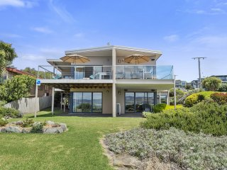 BAYVIEW VILLA - Beach at Doorstep - Ocean Views