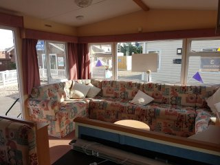 Poppy Caravan - Gold Plus Grade - Double Glazed and Central Heated 8 Berth, St Osyth