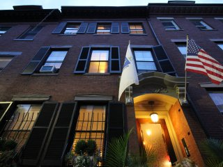 **Perfect Sunny comfortable Apartments! ** 5 mins to the center!  Fort Hill Inn