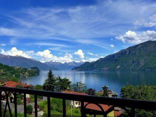 Lake View Villa with private garden and parking., Bellagio
