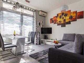 New-luxury apartment with Jaccuzi