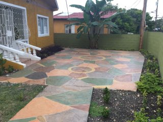 Relax & Enjoy-2 bedroom Private Home in Ocho Rios