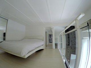 Ashley&Parker - LOVE DUPLEX - 1min from the beach, duplex apartment with balcony