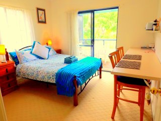Surfemup rooms at gnarabupbeach, Margaret River, kitchenette, balcony, sleeps 4, Gnarabup