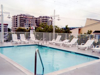Fantastic 3Br 2B Seaside Escape Condo-Pool, Steps 2 Ocean, Free Parking, WIFI