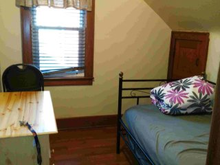 Nice clean room for rent, Windsor