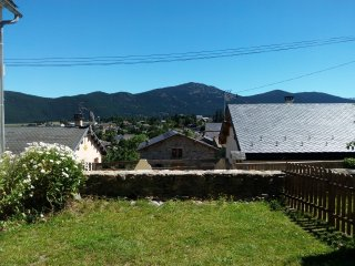 Maison de village authentique de 250 m²  avec jardin, Formigueres