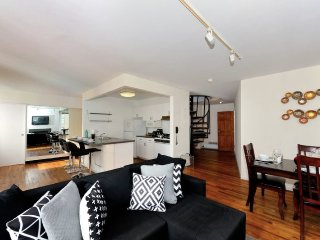 6BR/2BA apartment for 14 people in Financial District - by Wall St (100% Legal), New York City