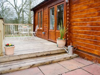 The Cabin at Howe Court with Hot Tub - Dog friendly