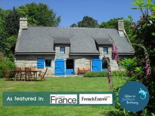 Charming Fuchsia Cottage - stunning views, heated pools, Free bikes, Free WiFi