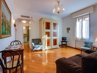 Elegant second-floor Venetian rental near shops & galleries - walk to everything
