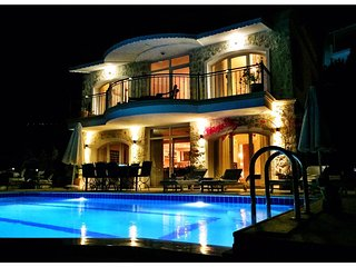 Villa Valo - a Luxurious Villa with a Private Pool and Stunning Sea & City View