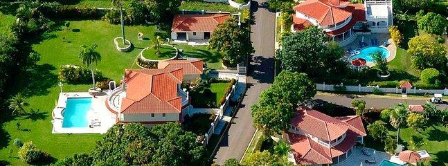 Arial visa Crown Villas.