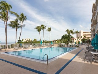 Bayfront condo w/ shared pools, a fitness gym, a private beach, and more!
