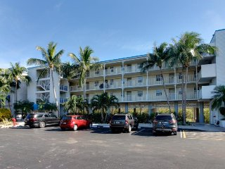 Waterfront condo w/ sweeping ocean views & shared hot tubs, pool, etc!