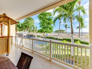 Oceanfront condo on Playa Jaco w/ huge balcony & shared pool access!
