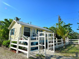 Romantic, waterfront cottage w/private beach access 1 mile to Fort Myers Beach