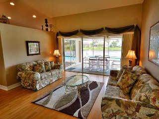 Lakefront family home w/private pool & attached spa - shared amenity access., Fort Myers
