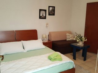 Charming studio in the main street, 100 meters from the beach