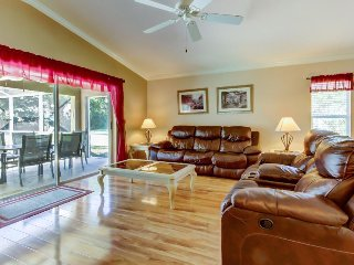 Comfortable villa in gated community w/ private pool - near golf course!