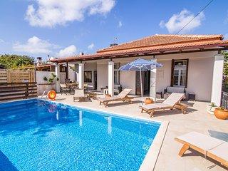 Villa Maro, Kefalas