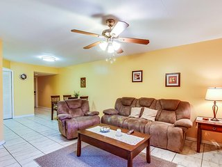 Family-friendly condo w/ shared pool - close to downtown & the beach, Fort Myers