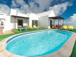 Villa Reyes, Macher