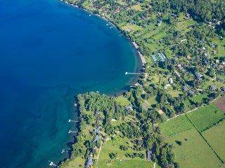 Tranquil dog-friendly waterfront retreat, w/sweeping lake views & plenty of room