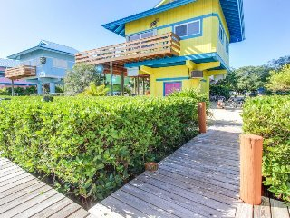 Dog-friendly, oceanview retreat w/ 35-ft dockage, great for families & fishing!, Marathon