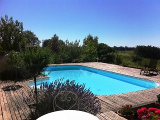 Studio in Pouydraguin, with pool access and terrace, Tasque