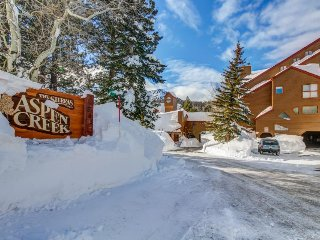 Beautiful two-story ski chalet w/ jetted tub plus shared pool, sauna, hot tub
