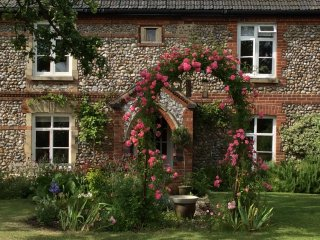 Stone Cottage, secret garden, Holt