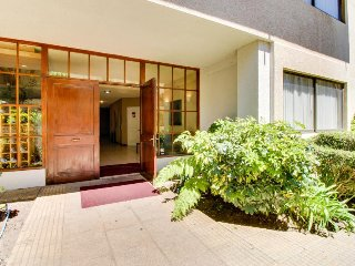 Espacioso y luminoso depto c/ piscina y balcon - Spacious and bright apt w/ pool