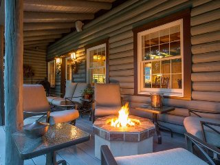Upscale riverfront lodge w/ hot tub, firepits & game room - close to Mt. Adams!, Trout Lake