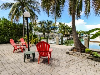 Canalside homes w/30ft dock, access to shared pool & beach access!